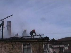 Incendiu la Pătrăuţi: Flăcările le-au făcut acoperişul casei scrum
