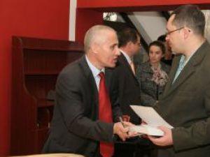 """Prorectorul Universităţii """"Ştefan cel Mare"""" Suceava prof.univ.dr. Aurel Burciu a lansat volumul """"Introducere în management"""""""