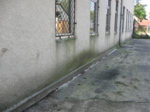 """Şcoala Generală """"Ion Vicoveanu"""" din comuna Vicovu de Jos, locul unde era montat bancomatul"""