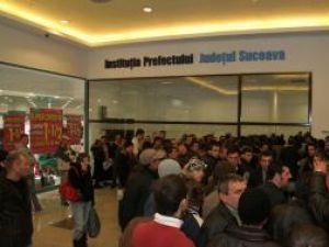 Inaugurare în aglomeraţie: Serviciul Permise şi Înmatriculări de la Iulius Mall, luat cu asalt de aproape 2.000 de suceveni