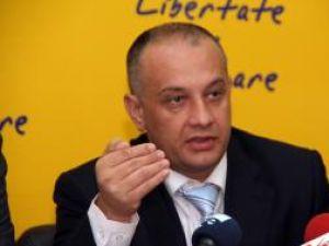 """Alexandru Băişanu:""""Îi reamintim încă odată doamnei portocalii că nu pentru astfel de manifestări şi-au dat viaţa tinerii în decembrie `89"""""""