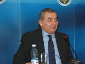 Ministrul de Externe, Lazăr Comănescu, dă asigurări că românii care vor dori să se întoarcă vor avea locuri de muncă. Foto: MAE