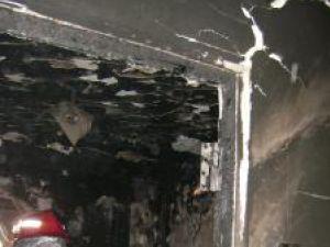 Apartament distrus de flacări