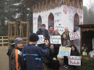 """Echipa de voluntari din cadrul campaniei """"Free Hugs"""""""