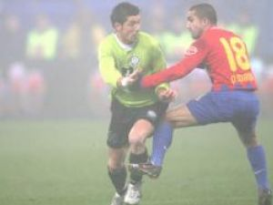Steaua a câştigat norocos şi s-a apropiat la 6 puncte de Dinamo