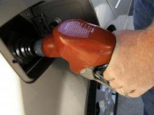 Preţurile la carburanţi se ieftinesc în toată Europa