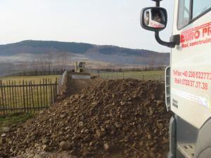 Buldozerul care a blocat drumul