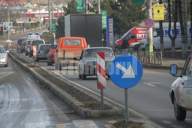 Conducerea poliţiei spune că prin separarea benzilor de mers se evită producerea accidentelor şi se asigură fluiditatea traficului