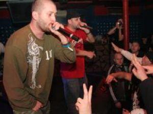 Trupă de hip-hop Paraziţii a susţinut un concert, sâmbătă noapte, în discoteca Teacher Line din oraşul Salcea