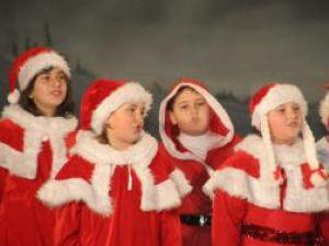 """Şcoala Generală Nr. 1 Suceava a organizat vineri seară, la Casa de Cultură a Sindicatelor, spectacolul """"Vis de iarnă"""""""