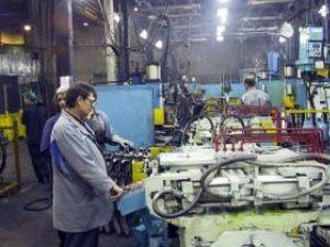 Dacia renunţă la 620 de angajaţi temporar şi întrerupe producţia până în ianuarie. Foto: MEDIAFAX