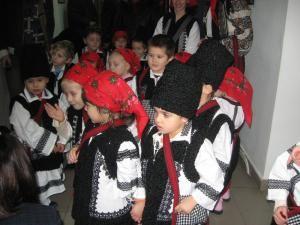 """Micuţii colindători de la Grădiniţa """"Sf. Ioan"""""""