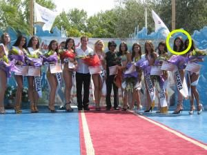 """Diana Maloş (a doua din dreapta) a câştigat în vara acestui an titlul de """"Miss Vacanţa"""" la concursul """"Miss Plaja"""""""