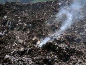 Aprinderi spontane: Un nou incendiu la groapa de gunoi a Sucevei