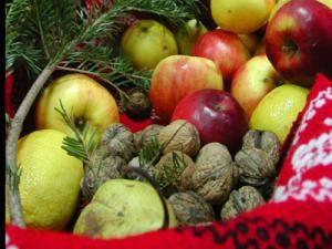 Nucile sporesc avantajele oferite de dieta mediteraneană. Foto: MEDIAFAX