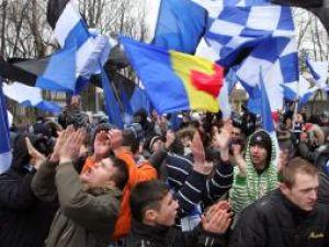 Explic foto: Protest al suporterilor ieşeni pentru a determina autorităţile să susţină gruparea Poli Iaşi. Foto: MEDIAFAX