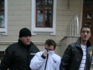 Pătraşcu şi Manaj s-au reîntors în ţară şi au făcut prima oprire în arestul poliţiei