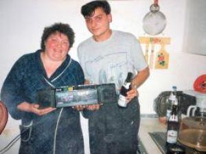 Mihai Ceghe împreună cu sora sa,  în urma cu câţiva ani