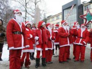 Sute de Moşi Crăciun vor defila pe străzile Sucevei