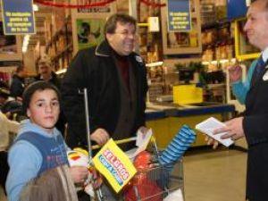 Membrii clubului Rotary Suceava au oferit cadouri copiilor de la şcoala specială din Câmpulung