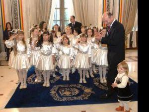Preşedintele Traian Băsescu a primit ieri câteva grupuri de copii care l-au colindat de sărbători. Foto: Sorin LUPŞA