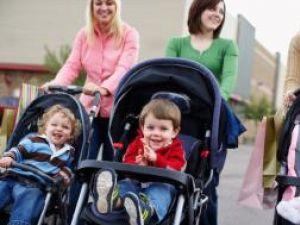 Înainte de a decide modificarea legii privind indemnizaţiile pentru mame, Guvernul aşteaptă să vadă pe ce fonduri se poate baza în 2009. Foto: CORBIS
