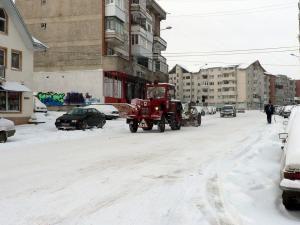 Condiţii de iarnă: Primii fulgi şi primele probleme la Fălticeni