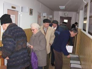 Pensionarii, la rând la ghişeul Casei de Ajutor Reciproc a Pensionarilor