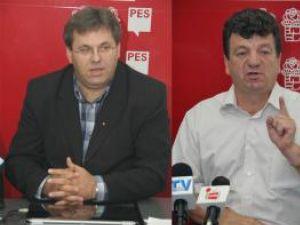 Viitorul subprefect de Suceava Corneliu Popovici şi purtătorul de cuvânt al Organizaţiei Judeţene Suceava a PSD, Virginel Iordache