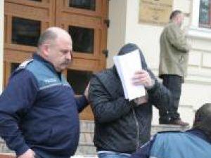 Victor Feraru, la ieşirea din Palatul Justiţiei, după ce judecatorii au hotărât extrădarea sa