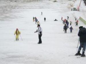 Distracţie: Peste 10.000 de turişti la Serbările Zăpezii din Vatra Dornei