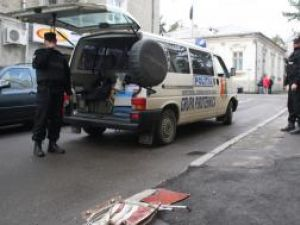 Poliţiştii de la Grupa Pirotehnică au efectuat verificări amănunţite la faţa locului