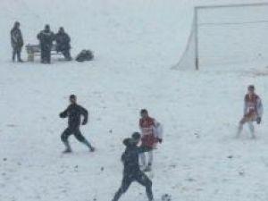 Meciul de ieri s-a jucat pe o vreme câinoasă