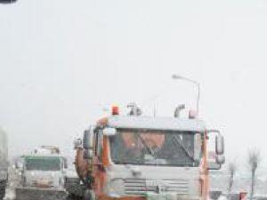 Într-o singură zi: Sute de tone de sare si nisip folosite pe străzile Sucevei
