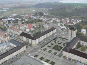 Aşa ar arăta centrul Sucevei după proiectul schiţat de arhitectul Constantin Gorcea, cu parcare subterană şi mansarde de sticlă