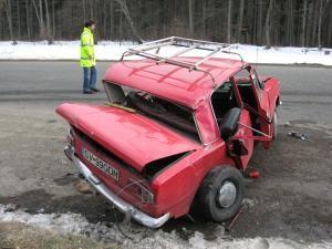 Autoturismul Lada, transformat intr-un morman de fiare contorsionate