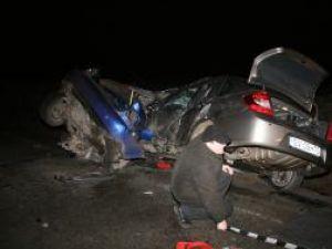 Impactul dintre cele două maşini a fost nimicitor