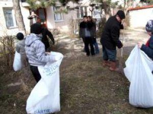 Ion Lungu, ajutat de elevi in campania de curăţenie a Sucevei