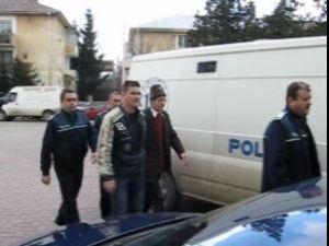 Ieri, Curtea de Apel Suceava a admis cererea de executare a celor două mandate europene de arestare şi a dispus arestarea celor doi