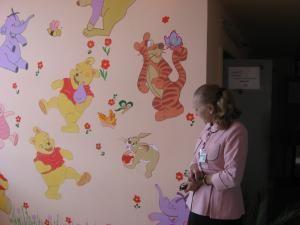 Pereţii secţiei Pediatrie au fost pictaţi cu personaje din desenele animate