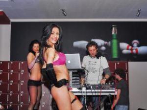 DJ Raoul şi animatoarele sale