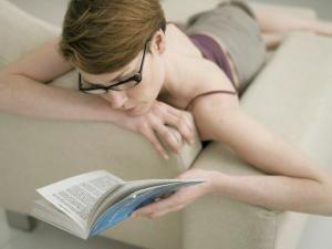 Lectura este o metodă eficientă pentru calmarea nervilor. Foto: ZEFA