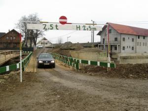 Pe acest pod au putut circula timp de aproape două luni maşini cu tonaj mai mic de 2,5 tone