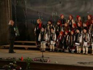 """Cultural: Sute de suceveni, prezenţi la Concertul """"Postul Mare - cântări şi versuri"""""""