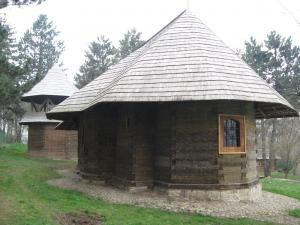Biserica de lemn din incinta Muzeului Satului Bucovinean