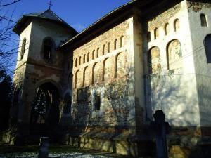 Biserica din Bălineşti a fost zidită între anii 1494-1499 iar în prezent este inclusă într-un program de restaurare a picturii