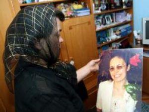 Ana Măntăluţă se mai consolează acum doar cu pozele fiicei sale Soţului si fiului femeii violate şi omorâte le-au mai rămas doar pozele cu chipul acesteia