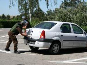 Un colet suspect fusese lăsat în portbagajul unei maşini (Dacia Logan) parcată la intrarea în aeroport
