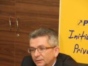 """Excelenţă: Elevul cu bursa """"Traian Popovici"""" a absolvit cu media 10"""