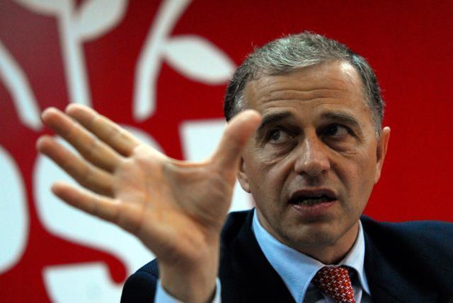 Mircea Geoană a reafirmat că în CSAT nu a existat nici o discuţie cu privire la calendarul de retragere a trupelor româneşti din Irak. Foto: MEDIAFAX
